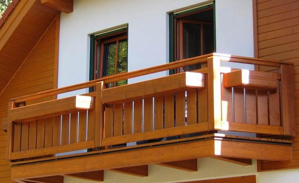 balcoane suspendate din lemn masiv si stratificat de