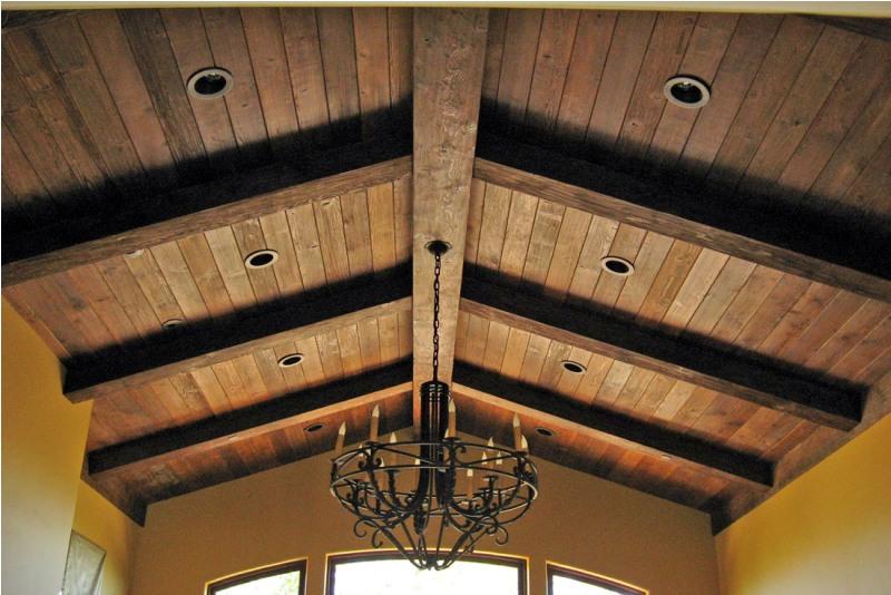 Tavan pentru bar confectionat din lemn masiv si mobilier bar for Wood box beam